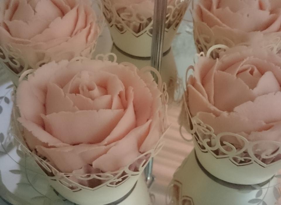 Buttercream-rose-cupcakes-Little-A's-Cakery-Dereham-Norwich-Norfolk