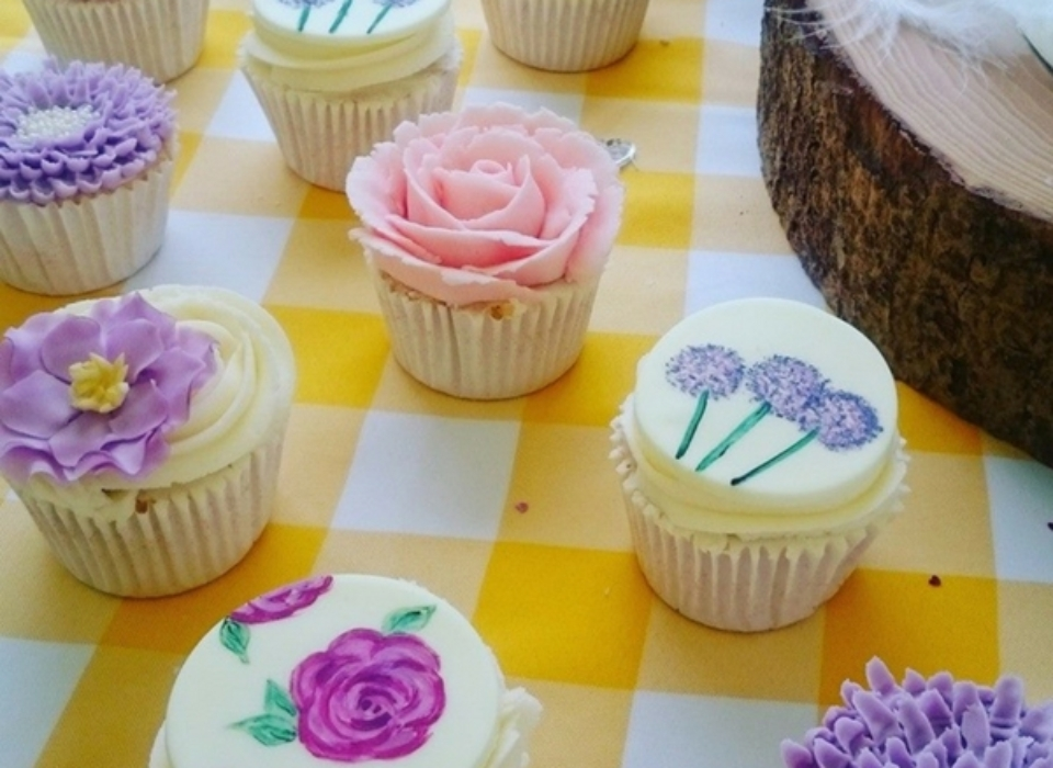 wedding-cupcakes-norwich-little-as-cakery-flower-cupcakes