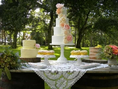 Wedding cakes and grand estates!