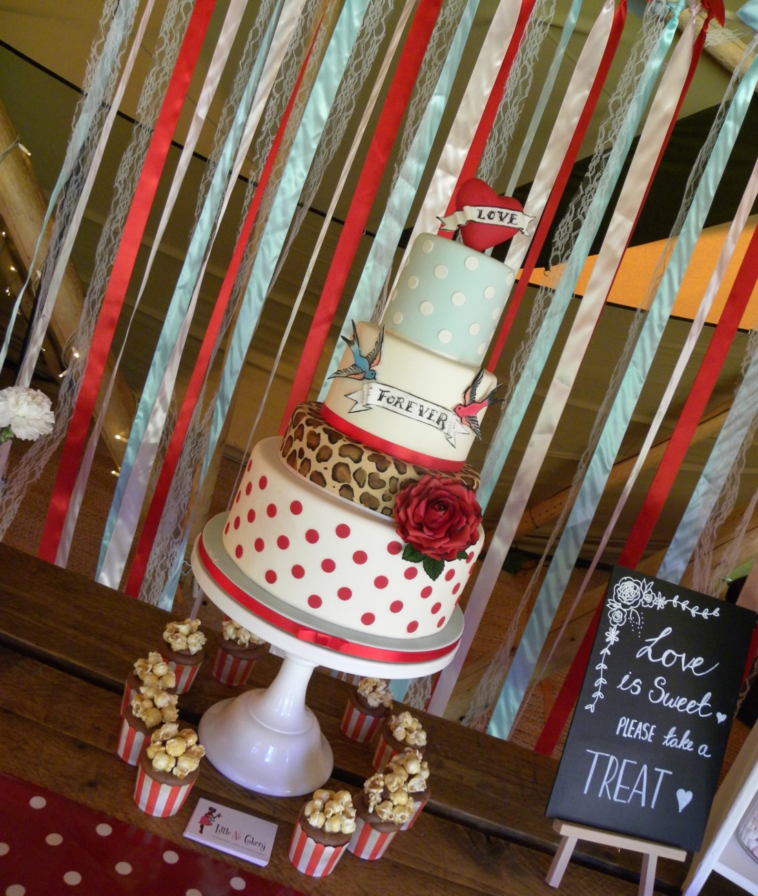 50s-vintage-rock-n-roll-wedding-cake-festival-22