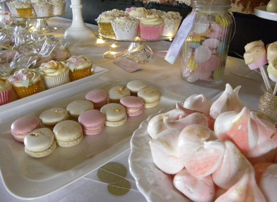 wedding-cake-table-peonies-pink-white-gold-21