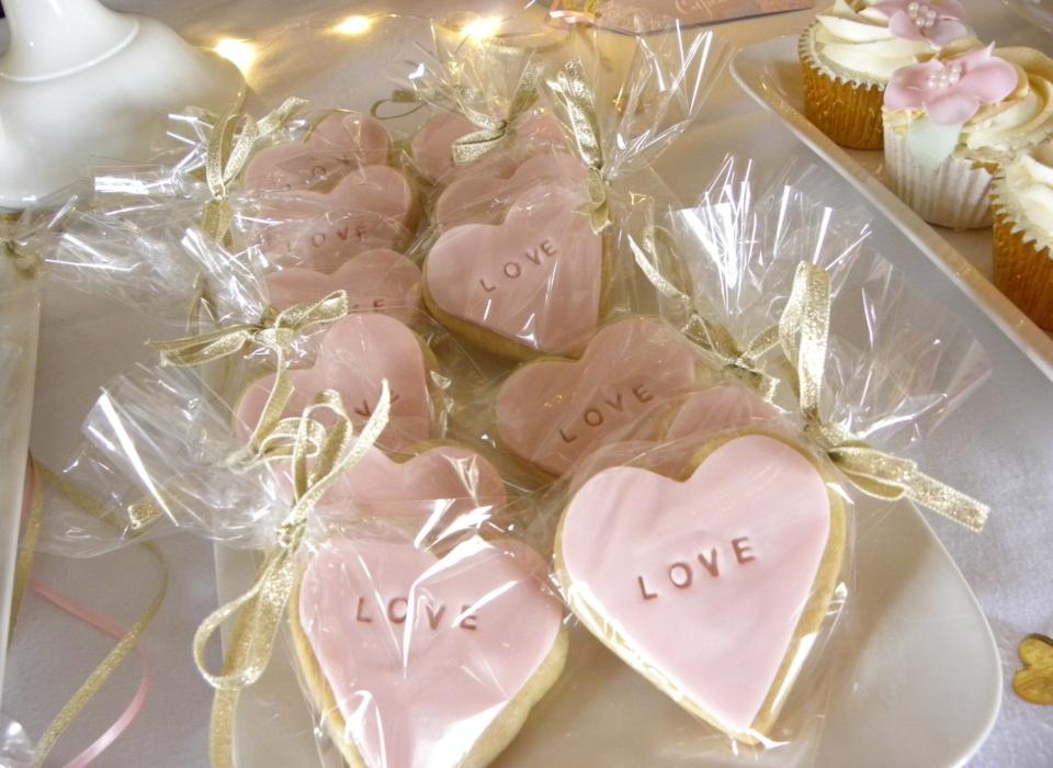 wedding-cake-table-peonies-pink-white-gold-23