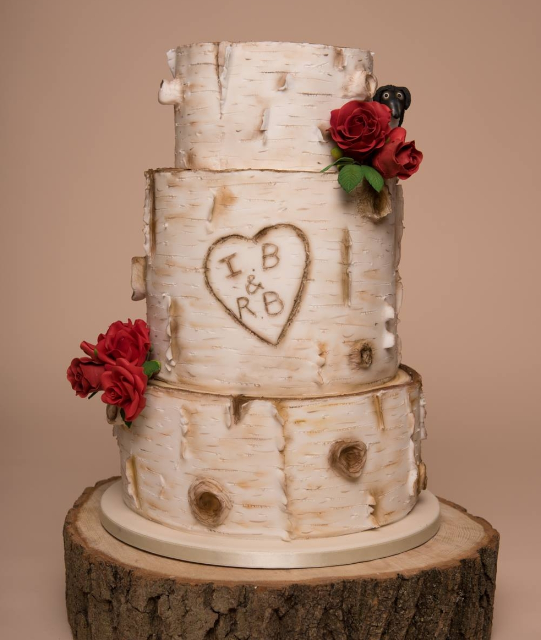 silver-birch-wedding-cake-red-roses-1
