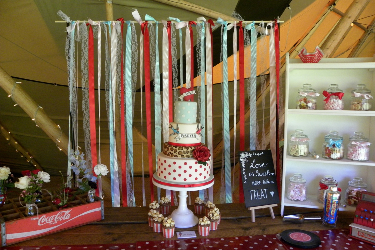 Love Artisan Wedding Cakes - 1950's Retro Vintage Style Wedding Cake