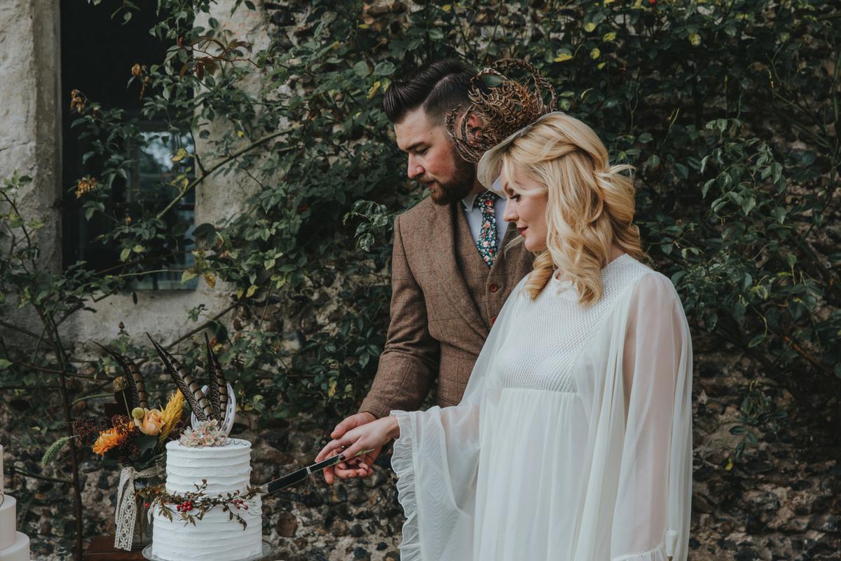 Love Artisan Wedding Cakes - White Wedding Cake