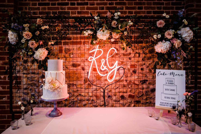 Cool wedding cake table