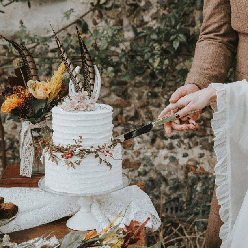 sweet peas wedding cake